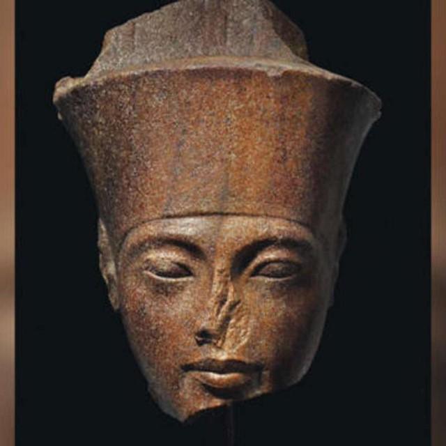 Bí ẩn bức tượng đang là tranh cãi nóng giữa Ai Cập và nhà đấu giá hàng đầu thế giới - Ảnh 1.