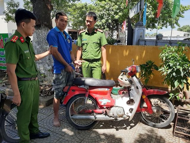 TT - Huế: Bắt đối tượng trộm xe máy để đi trộm bò - Ảnh 1.