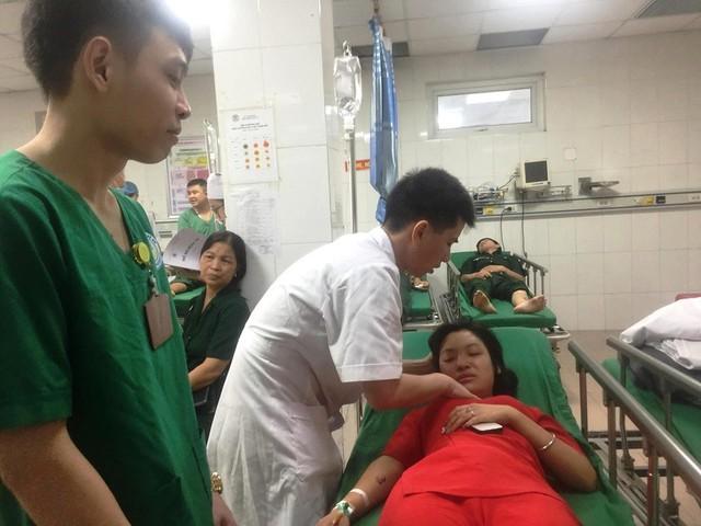 Nghệ An: Xe khách chở 50 người tai nạn trên quốc lộ 1A, 14 người thương vong - Ảnh 3.