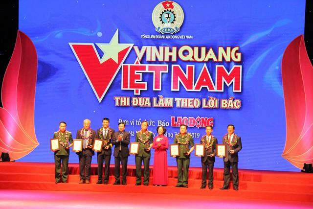"""Quang Hải là một trong số 12 cá nhân được tôn vinhtrong chương trình Vinh quang Việt Nam"""" năm 2019 - Ảnh 1."""