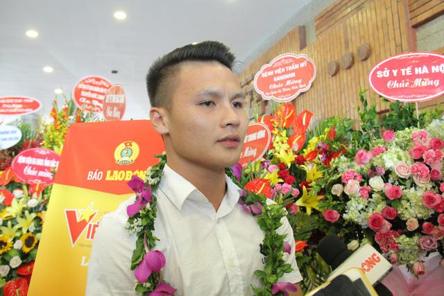 """Quang Hải là một trong số 12 cá nhân được tôn vinhtrong chương trình Vinh quang Việt Nam"""" năm 2019 - Ảnh 4."""