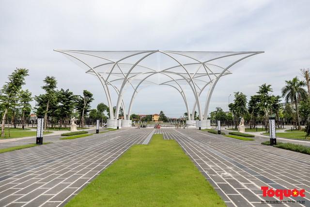 Toàn cảnh công viên âm nhạc với hình dáng cây đàn ghita sắp hoàn thiện ở Hà Nội - Ảnh 2.