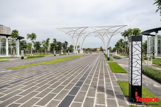 Toàn cảnh công viên âm nhạc với hình dáng cây đàn ghita sắp hoàn thiện ở Hà Nội - Ảnh 4.