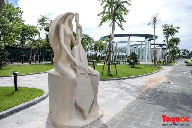Toàn cảnh công viên âm nhạc với hình dáng cây đàn ghita sắp hoàn thiện ở Hà Nội - Ảnh 9.