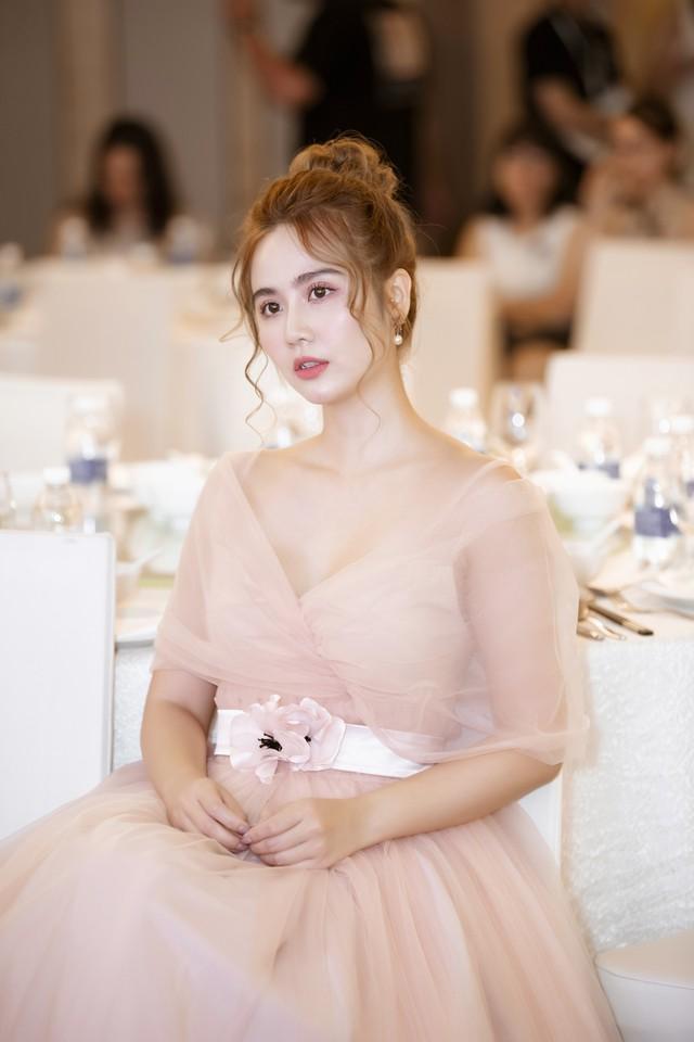 Ngọc Trinh làm CEO sản phẩm hỗ trợ sức khỏe phụ nữ - Ảnh 1.