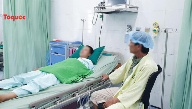 Cứu nam thanh niên bị vết thương thấu tim nhờ kích hoạt báo động đỏ nội viện - Ảnh 1.