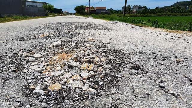 Con đường 5 tỷ ở Thanh Hóa nhanh hỏng bậc nhất Việt Nam - Ảnh 2.