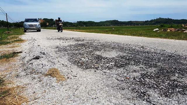 Con đường 5 tỷ ở Thanh Hóa nhanh hỏng bậc nhất Việt Nam - Ảnh 3.
