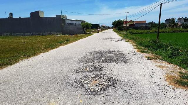 Con đường 5 tỷ ở Thanh Hóa nhanh hỏng bậc nhất Việt Nam - Ảnh 7.