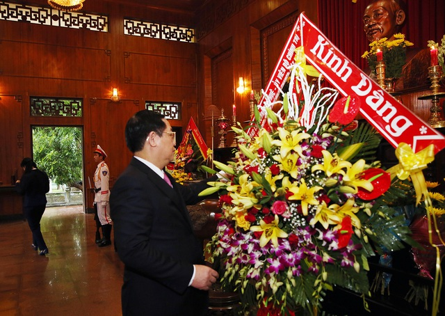 Phó Thủ tướng dâng hương Chủ tịch Hồ Chí Minh, thăm người có công Nghệ An  - Ảnh 1.