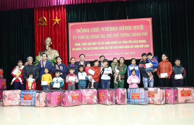 Phó Thủ tướng dâng hương Chủ tịch Hồ Chí Minh, thăm người có công Nghệ An  - Ảnh 5.