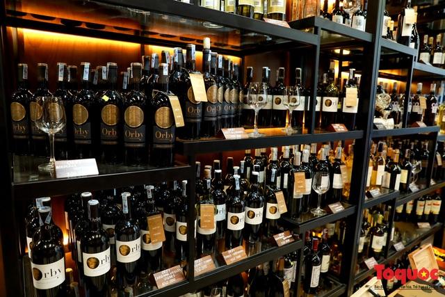10 ngày sau nghị định 100, nhiều shop rượu giảm doanh thu, nhà hàng quán ăn - Ảnh 1.