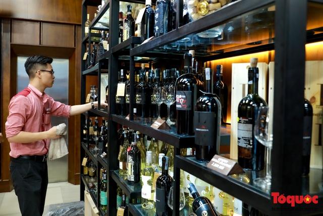 10 ngày sau nghị định 100, nhiều shop rượu giảm doanh thu, nhà hàng quán ăn - Ảnh 3.
