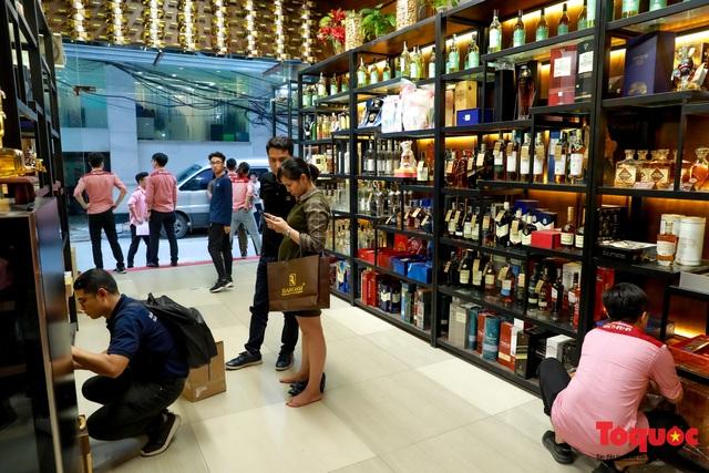 10 ngày sau nghị định 100, nhiều shop rượu giảm doanh thu, nhà hàng quán ăn - Ảnh 4.