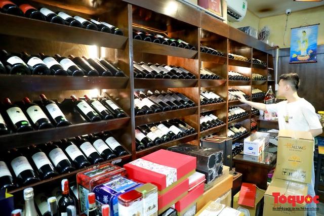 10 ngày sau nghị định 100, nhiều shop rượu giảm doanh thu, nhà hàng quán ăn - Ảnh 12.