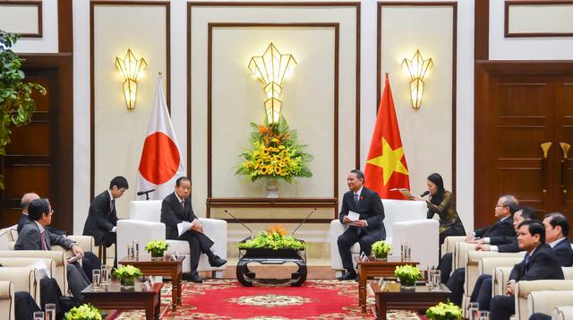 Bí thư Thành ủy Đà Nẵng làm việc với đoàn công tác Đảng Dân chủ Tự do Nhật Bản - Ảnh 1.
