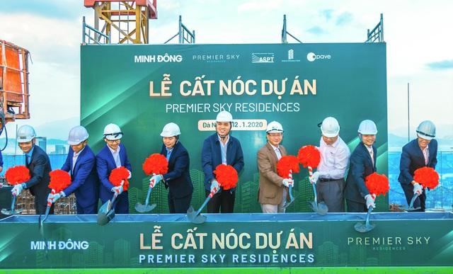 Đà Nẵng: Cất nóc dự án căn hộ cao cấp mặt tiền biển Mỹ Khê - Ảnh 1.