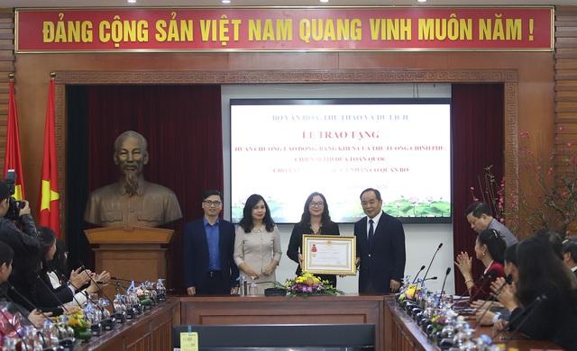 Trao tặng nhiều Huân chương của Chủ tịch nước, Bằng khen của Thủ tướng Chính phủ cho các tập thể, cá nhân xuất sắc thuộc Bộ VHTTDL - Ảnh 2.
