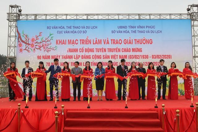 Trao giải tranh cổ động tuyên truyền chào mừng kỷ niệm 90 năm Ngày thành lập Đảng Cộng sản Việt Nam - Ảnh 1.