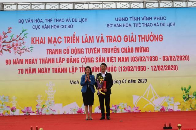 Trao giải tranh cổ động tuyên truyền chào mừng kỷ niệm 90 năm Ngày thành lập Đảng Cộng sản Việt Nam - Ảnh 2.