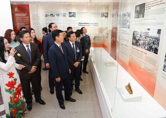 """Những hình ảnh, hiện vật """"Tự hào 90 năm Đảng Cộng sản Việt Nam - một chặng đường vẻ vang"""" - Ảnh 3."""