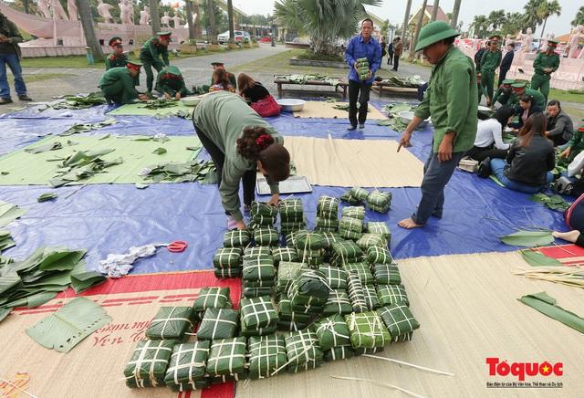 Hơn 1000 bánh chưng xanh cùng người nghèo ăn Tết Canh Tý 2020 - Ảnh 11.