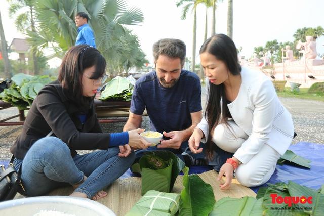 Hơn 1000 bánh chưng xanh cùng người nghèo ăn Tết Canh Tý 2020 - Ảnh 8.