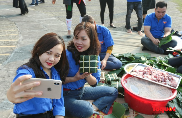 Hơn 1000 bánh chưng xanh cùng người nghèo ăn Tết Canh Tý 2020 - Ảnh 10.