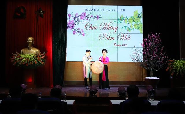 Bộ trưởng Nguyễn Ngọc Thiện gặp mặt các cán bộ hưu trí ngành VHTTDL - Ảnh 5.