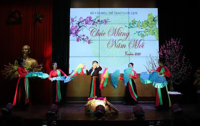 Bộ trưởng Nguyễn Ngọc Thiện gặp mặt các cán bộ hưu trí ngành VHTTDL - Ảnh 4.