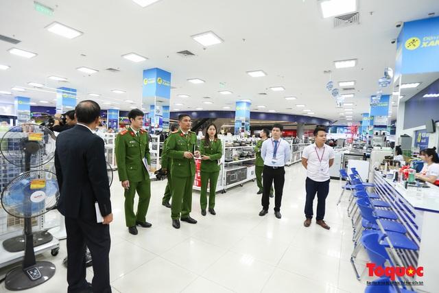 Kiểm tra đột xuất công tác PCCC tại đại siêu thị Aeon Mall Long Biên - Ảnh 1.