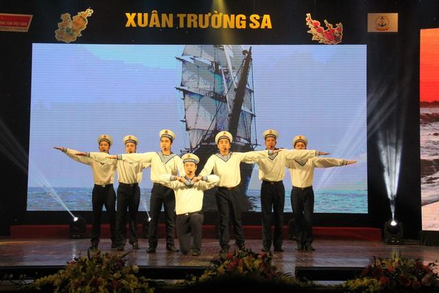 """Chương trình nghệ thuật """"Xuân Trường Sa"""" 2020: Tôn vinh chiến sĩ Hải quân - Ảnh 9."""