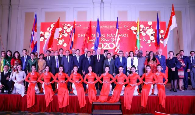 Bộ trưởng Nguyễn Ngọc Thiện tiếp các Đại sứ nước ngoài tại Việt Nam nhân dịp Tết Canh Tý 2020 - Ảnh 11.