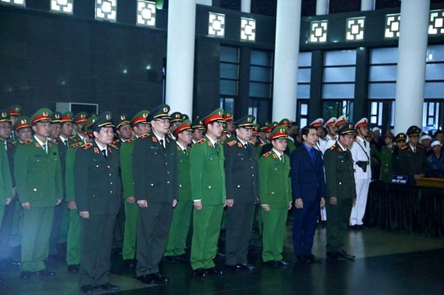 Thủ tướng Nguyễn Xuân Phúc viếng ba chiến sĩ hy sinh ở Đồng Tâm - Ảnh 7.