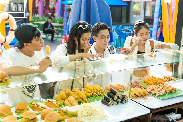 Tết này, Đà Nẵng đã có lễ hội hoa Xuân Phát Tài còn rực rỡ hơn - Ảnh 2.