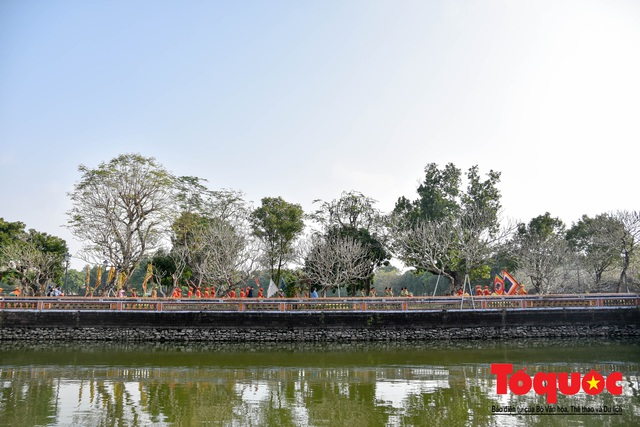 Du khách thích thú xem tái hiện nghi lễ dựng nêu đón Tết tại Kinh thành Huế - Ảnh 14.
