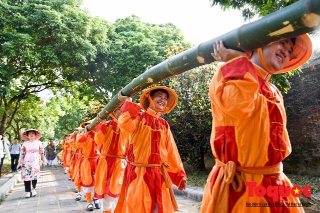 Du khách thích thú xem tái hiện nghi lễ dựng nêu đón Tết tại Kinh thành Huế - Ảnh 5.