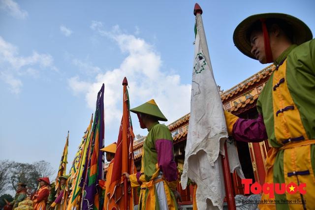 Du khách thích thú xem tái hiện nghi lễ dựng nêu đón Tết tại Kinh thành Huế - Ảnh 6.