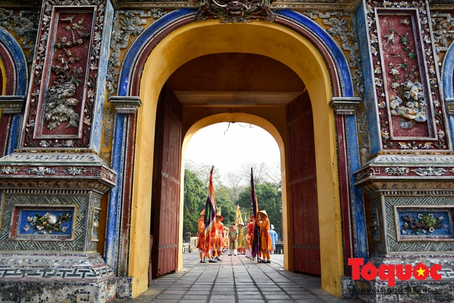 Du khách thích thú xem tái hiện nghi lễ dựng nêu đón Tết tại Kinh thành Huế - Ảnh 7.