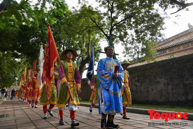 Du khách thích thú xem tái hiện nghi lễ dựng nêu đón Tết tại Kinh thành Huế - Ảnh 3.