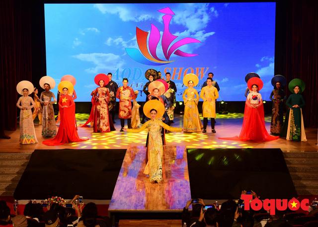 Đạo diễn Nguyễn Lan Vy: Người phụ nữ Huế nặng tình với tà áo dài dân tộc - Ảnh 2.