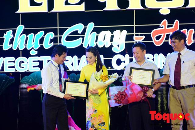 Đạo diễn Nguyễn Lan Vy: Người phụ nữ Huế nặng tình với tà áo dài dân tộc - Ảnh 6.