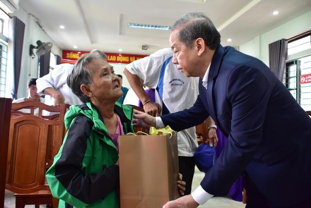Đón Tết cuối cùng trên Thượng thành, nhiều hộ nghèo xúc động khi Chủ tịch tỉnh thăm hỏi, tặng quà - Ảnh 1.