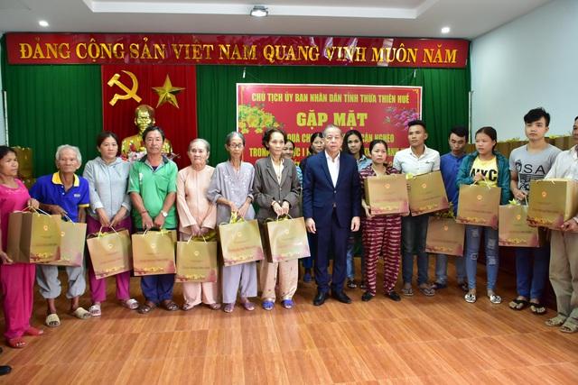 Đón Tết cuối cùng trên Thượng thành, nhiều hộ nghèo xúc động khi Chủ tịch tỉnh thăm hỏi, tặng quà - Ảnh 2.