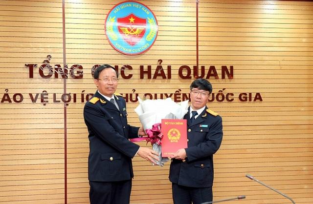 Tổng cục Hải Quan, Bệnh viện Bạch Mai bổ nhiệm lãnh đạo - Ảnh 1.