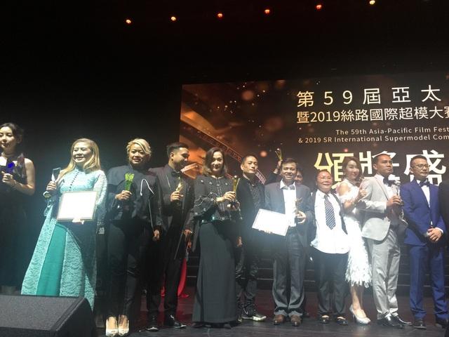 """Diễn viên phim """"Hạnh phúc của mẹ"""" giành giải diễn viên nhí xuất sắc nhất Liên hoan Phim châu Á - Thái Bình Dương lần thứ 59  - Ảnh 1."""