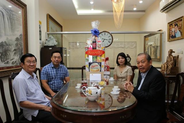 Phó Thủ tướng chúc Tết nguyên Chủ tịch nước Trương Tấn Sang, nguyên Thủ tướng Nguyễn Tấn Dũng - Ảnh 1.