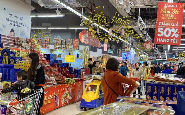 """Chủ nhật cuối cùng năm cũ, siêu thị """"nghẹt thở"""" người sắm Tết - Ảnh 5."""