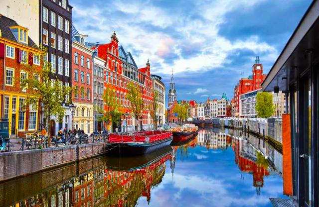 Amsterdam khuyến khích thanh niên tìm việc và đi học bằng cách xoá bớt nợ - Ảnh 1.