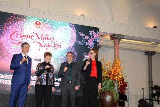 Cộng đồng Kiều bào tại Lào, Đức và Trung Quốc tưng bừng tổ chức Tết cộng đồng chào mừng Xuân Canh Tý - Ảnh 2.